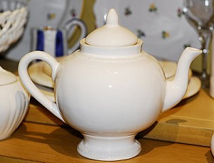Pichon Beaded Teapot, White