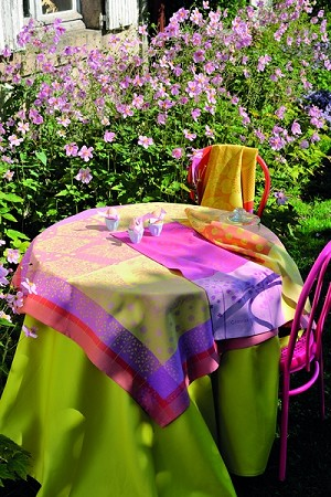 CACHE CACHE CANDY Tablecloth 45 X 45