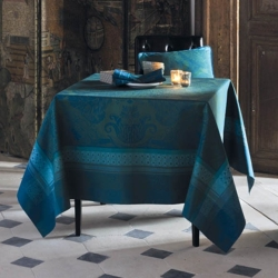 Isaphire Emeraude Tablecloth with Green Sweet